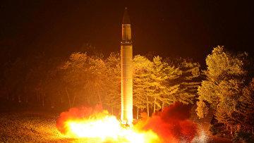Второй запуск баллистической ракеты Хвасон-14 в Пхеньяне. 29 июля 2017