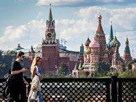 Вид на московский Кремль с Большого Устьинского моста