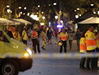 Полиция на месте наезда микроавтобуса на пешеходов в Барселоне