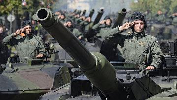Солдаты польской армии во время ежегодного военного парада в честь Дня польской армии в Варшаве