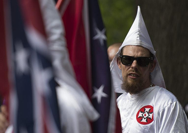 Активист Ку-клукс-клана во время митинга в Шарлоттсвилле