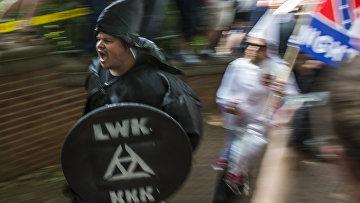 Активисты Ку-клукс-клана во время митинга в Шарлоттсвилле