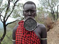 Представитель африканского племени Мурси