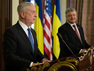 Министр обороны США Джеймс Мэттис во время совместной пресс-конференции с Петром Порошенко в Киеве. 24 августа 2017