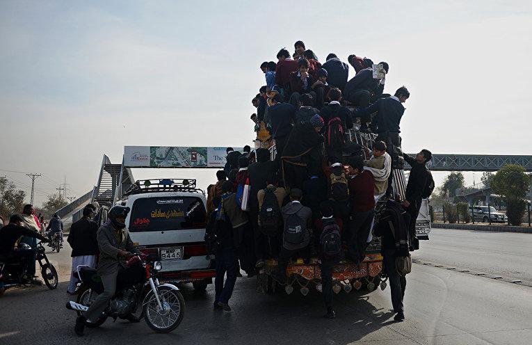 Школьники в Исламабаде