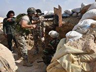 Сирийские военные на передовых позициях на окраине Дейр-эз-Зора