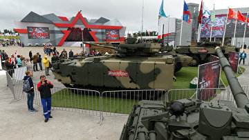 "БМП ""Бумеранг"" и танк ""Армата"" на форуме ""Армия-2017"""