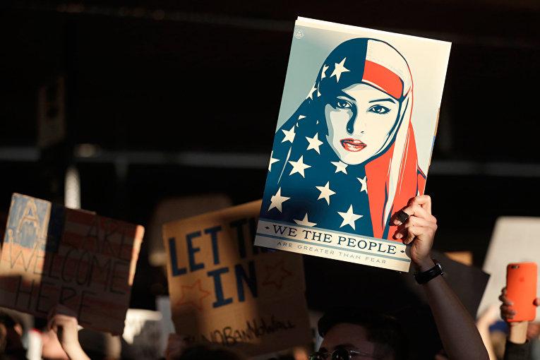 Акция протеста против иммиграционного указа Трампа в Международном аэропорту Сан-Франциско
