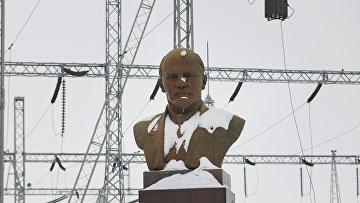 Памятник В. И. Ленину на территории Нижегородской гидроэлектростанции