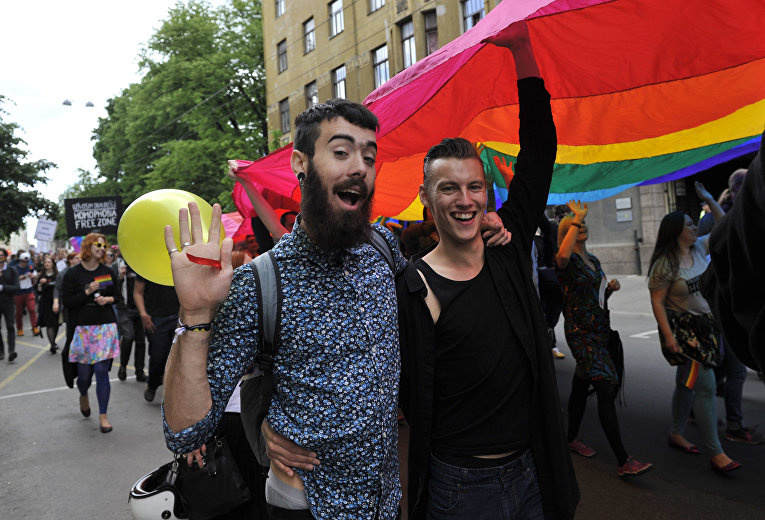 Участники гей-парада в Риге