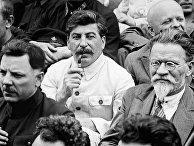 И.В.Сталин, М.И.Калинин, К.Е.Ворошилов на I-м съезде колхозников