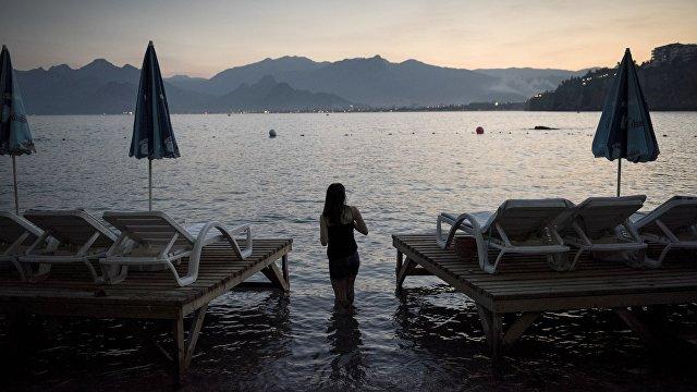 Hürriyet (Турция): журналисты запечатлели, как туристы приезжают на «здоровый отдых» в Турцию
