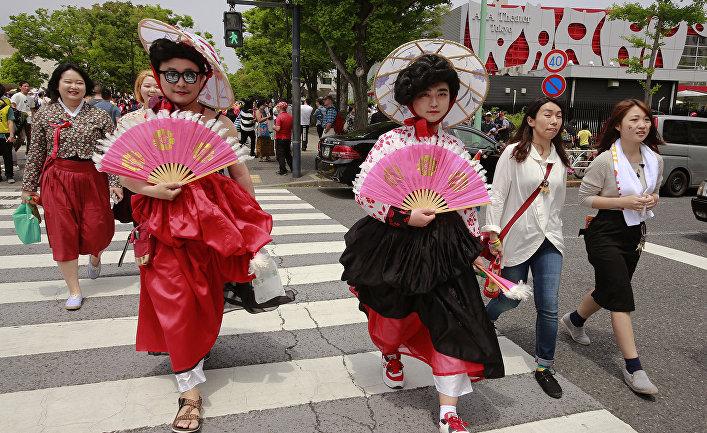 Участники ЛГБТ парада в Токио
