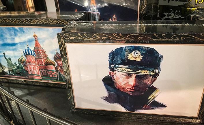 Сувенирная продукция в одном из магазинов Москвы