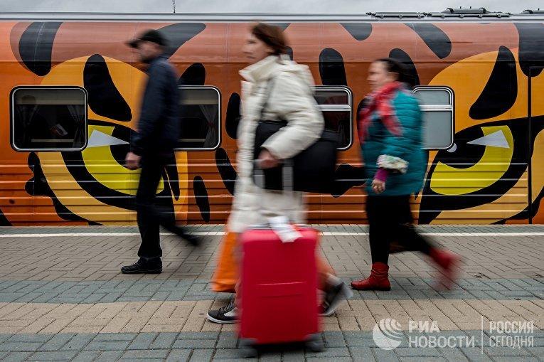 """Отправление поезда """"Россия"""" Москва – Владивосток"""