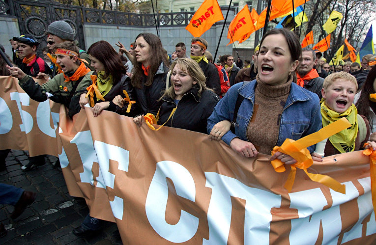 Сторонники Виктора Ющенко во время акции протеста в Киеве