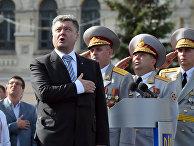 Президент Украины Петр Порошенко во время военного парада, посвященного 23-й годовщине независимости Украины