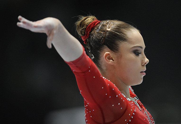 Американская гимнастка МакКайла Марони выступает во время 44-й Чемпионат мира по спортивной гимнастике в Антверпене