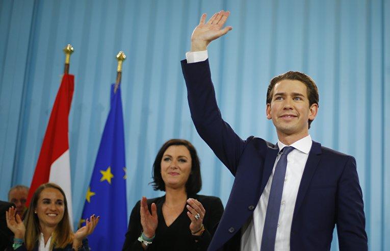 Себастьян Курз во время празднования своей победы в Вене в Австрии. 15 октября 2017