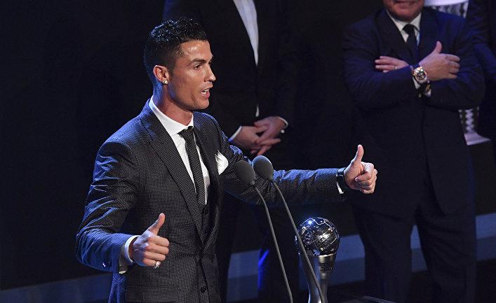 Футболист Криштиану Роналду во время лучшей церемонии награждения FIFA Football Awards в Лондоне