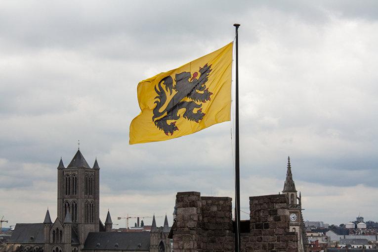 Флаг средневекового графства Фландрии в городе Гент, Бельгия