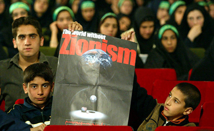 Иранские студенты во время конференции «Мир без сионизма» в Тегеране
