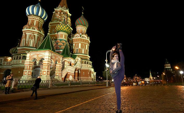 Бывшая балерина Большого театра Джой Вомак на Красной площади
