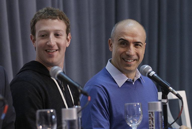 Предприниматель Юрий Мильнер и руководитель компании Facebook Inc. Марк Цукерберг