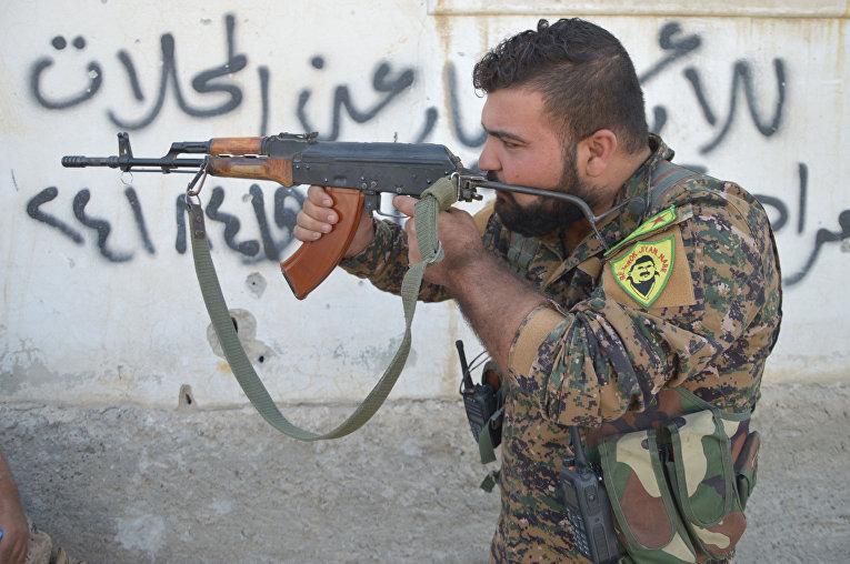 Бойцы курдских отрядов самообороны в Ракке