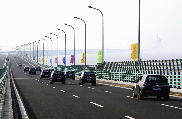 Мост, соединяющий Гонконг, Чжухай и Макао в Китае