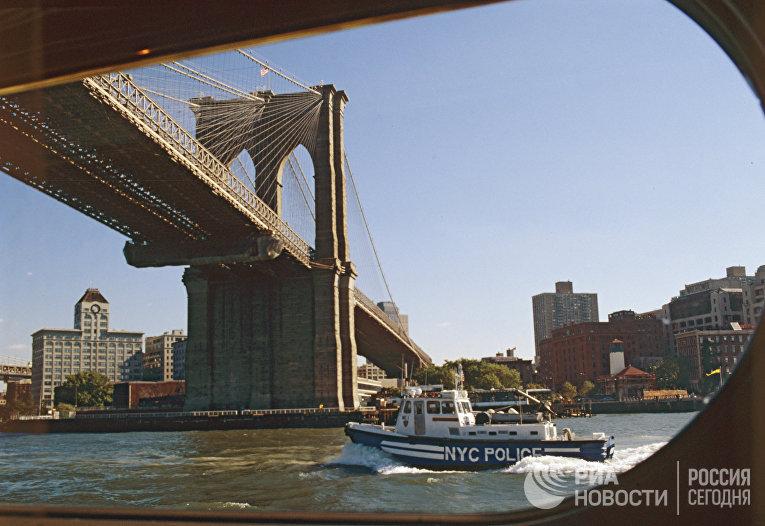 Бруклинский мост соединяет острова Манхэттен и Лонг-Айленд