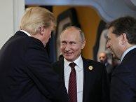 Президент США Дональд Трамп и президент РФ Владимир Путин в перерыве рабочего заседания лидеров экономик форума Азиатско-Тихоокеанского экономического сотрудничества. 11 ноября 2017