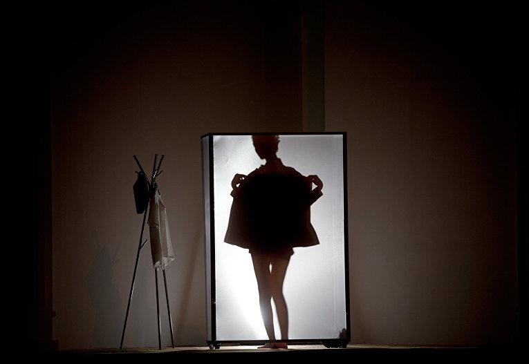 Модель во время показа на Китайской неделе моды