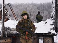 Пророссийские ополченцы на дороге, ведущей к аэропорту Донецка