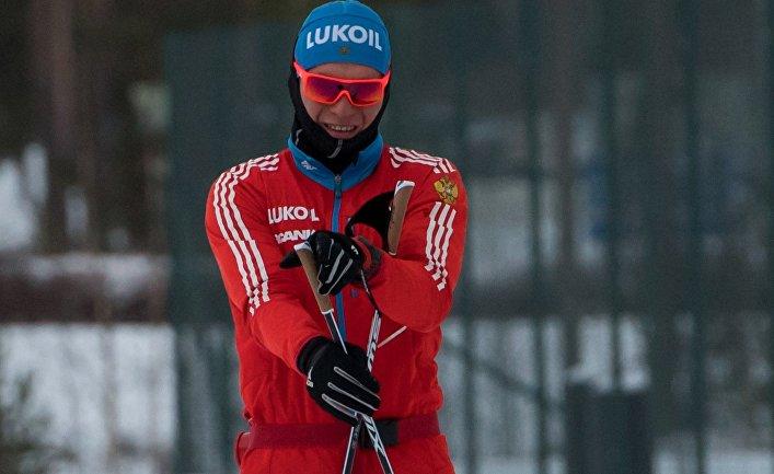 Александр Большунов на тренировке сборной России по лыжным гонкам