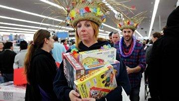 Покупатели магазина Wal-Mart закупаются на День благодарения в Нью-Гэмпшире