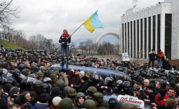 Сторонники Михаила Саакашвили во время столкновений с правоохранительными органами