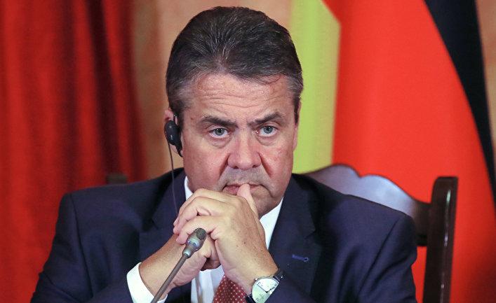 Министр иностранных дел Германии Зигмар Габриэль на пресс-конференции с главой МИД РФ Сергеем Лавровым в Краснодаре