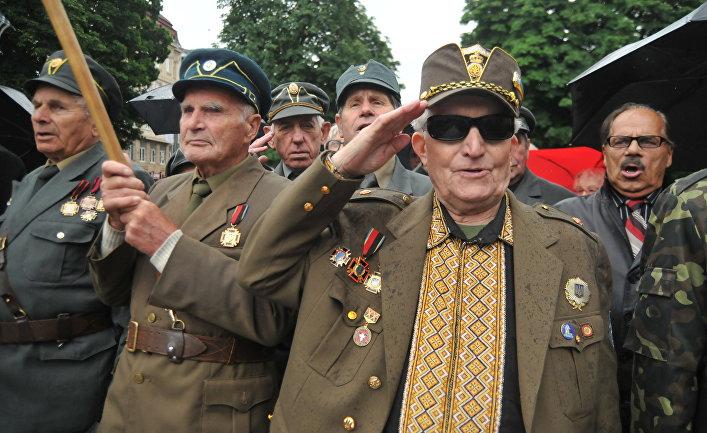 Ветераны Украинской повстанческой армии (УПА) в день праздника героев во Львове