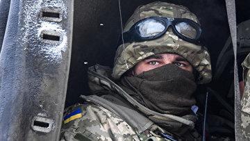 Украинский солдат в аэропорту Донецка