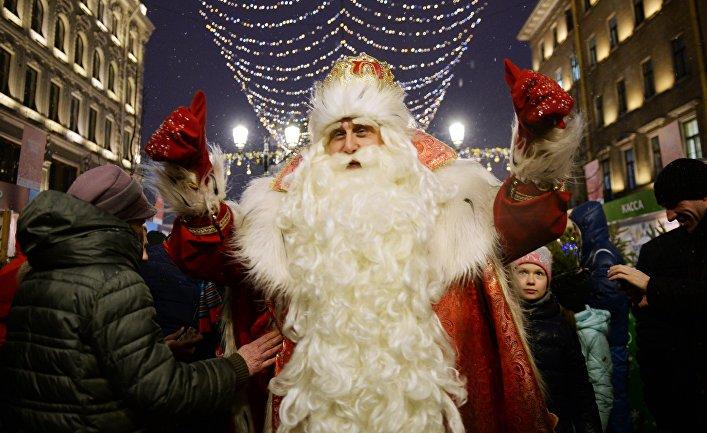Дед Мороз из Великого Устюга во время встречи с жителями Санкт-Петербурга. 23 декабря 2017