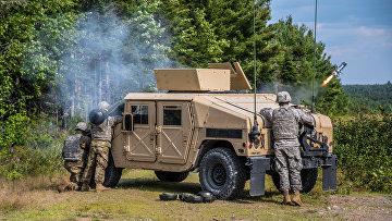 Солдаты 251-й боевой инженерной роты производят тренировочный пуск противотанковой ракеты «Джавелин»