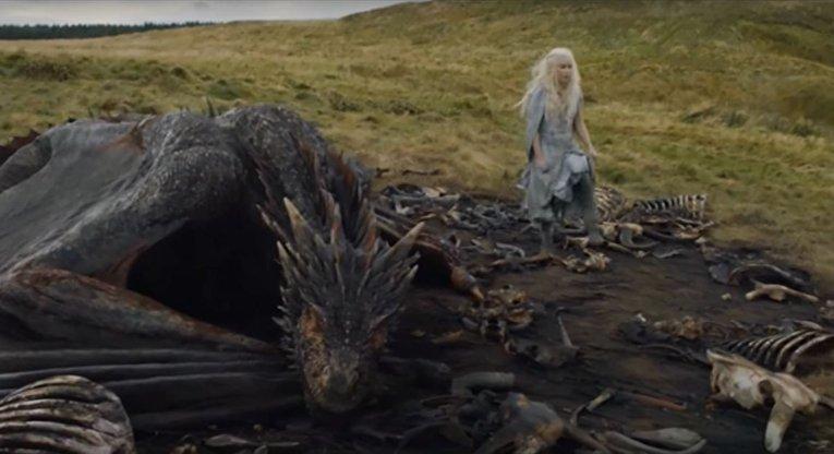 """Дейенерис Таргариен и дракон, телесериал """"Игра престолов"""""""