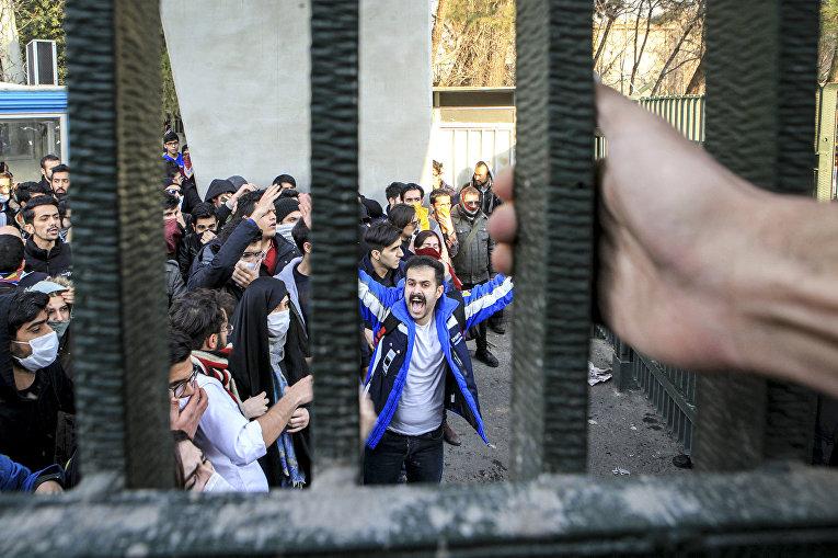 Участники акции протеста в Тегеране, Иран
