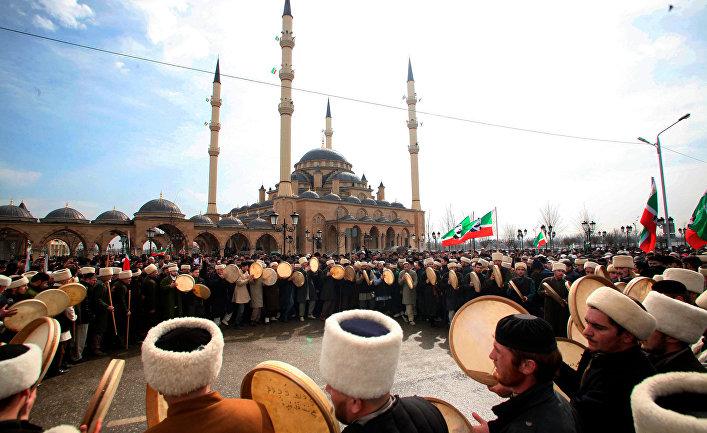 Зикр у мечети «Сердце Чечни» в Грозном
