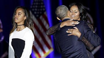 Президент США Барак Обама, первая леди Мишель Обама и их дочь Малия в Чикаго