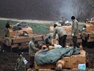 Турецкие солдаты и техника у турецко-сирийской границы в провинции Хатай