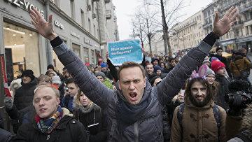 Оппозиционер Алексей Навальный во время акции протеста в Москве