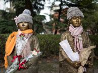 Статуи «девушек для утешения» в парке в Шанхае