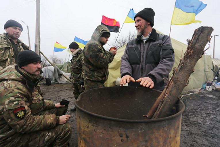 Участники торговой блокады Донбасса у станции Кривой Торец, Донецкая область